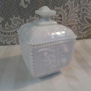 Vtg Westmoreland Milk Glass Dish w/ Lid